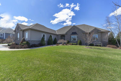 Cedarburg Single Family Home For Sale: 8449 White Oak Ct