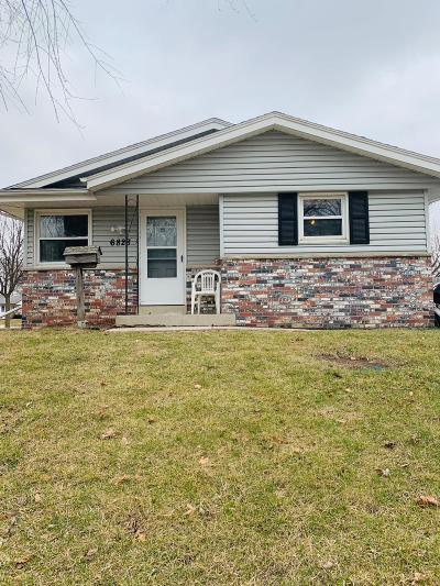 Milwaukee WI Single Family Home Active Contingent With Offer: $129,000