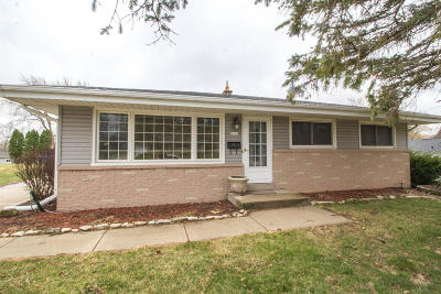 Single Family Home Active Contingent With Offer: 7433 Dartmoor Ave