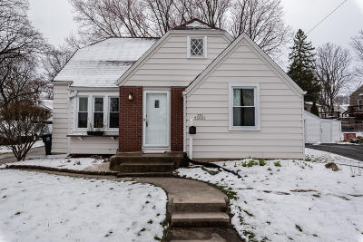 Menomonee Falls Single Family Home For Sale: N85w16281 May Ave