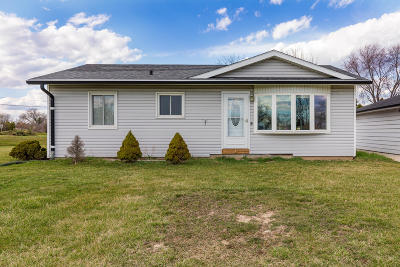 Oak Creek Single Family Home Active Contingent With Offer: 120 E Fitzsimmons Rd