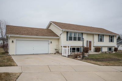Waukesha Single Family Home Active Contingent With Offer: 2508 Jacob Ct