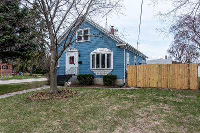 Kenosha Single Family Home Active Contingent With Offer: 3541 22nd Ave