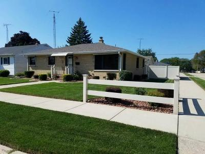 Kenosha Single Family Home Active Contingent With Offer: 3536 16th Ave
