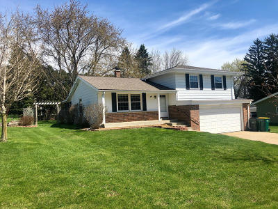 West Bend Single Family Home For Sale: 246 W Paradise Dr