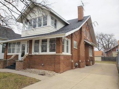 Kenosha Single Family Home Active Contingent With Offer: 2610 Roosevelt Rd