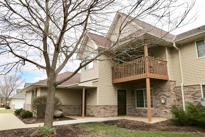 Greenfield Condo/Townhouse For Sale: 4871 W Maple Leaf Cir