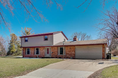 Menomonee Falls Single Family Home Active Contingent With Offer: N87w15255 Kings Hwy