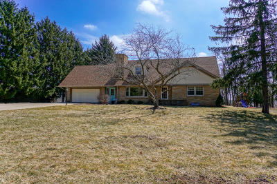 Waukesha Single Family Home For Sale: N4w29183 Venture Hill Rd