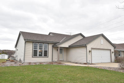 Waukesha Single Family Home Active Contingent With Offer: 1905 Penhurst Way