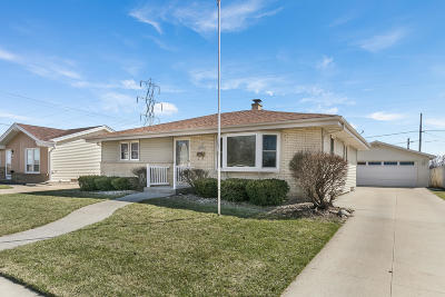 Kenosha Single Family Home Active Contingent With Offer: 3319 28th Ave