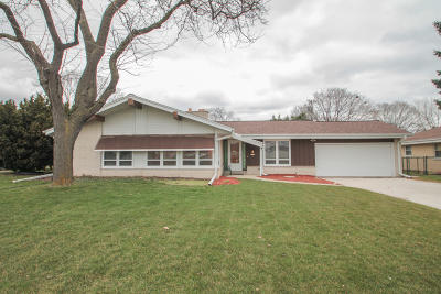 Single Family Home Active Contingent With Offer: 3216 N Mayfair Rd