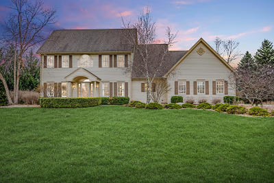 Pewaukee Single Family Home Active Contingent With Offer: W293n3950 Round Hill Cir