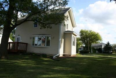 Waukesha County Single Family Home For Sale: 720 Glacier Rd