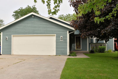 Oak Creek Single Family Home For Sale: 11024 S 10th Ave