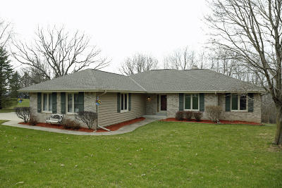 Waukesha Single Family Home For Sale: W300s5615 Windcrest Dr