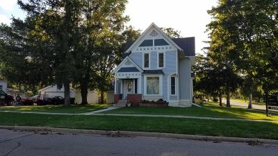 Elkhorn WI Single Family Home For Sale: $259,900