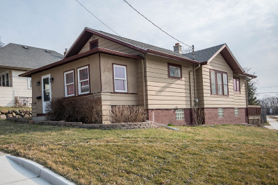Waukesha Single Family Home Active Contingent With Offer: 429 Fairview Ave