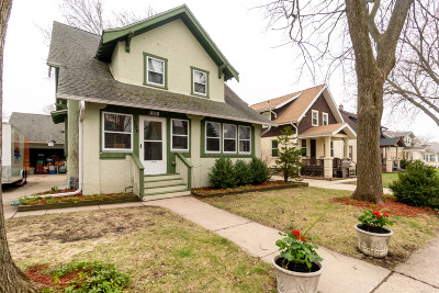 Waukesha Single Family Home For Sale: 209 Harrison Ave