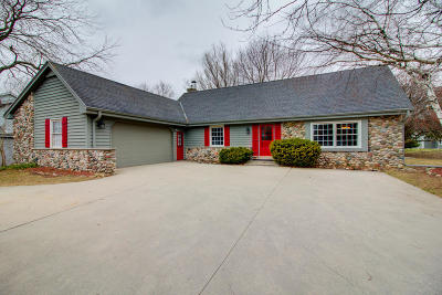 Ozaukee County Single Family Home Active Contingent With Offer: 1111 Noridge Trail