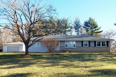Nashotah Single Family Home Active Contingent With Offer: N34w32983 Lakeview Dr