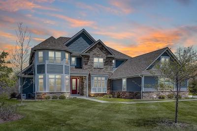 Pewaukee Single Family Home For Sale: W247n2176 Lone Oak Ct