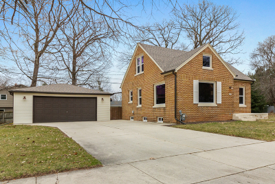 Sheboygan Single Family Home Active Contingent With Offer: 3035 N 26th St