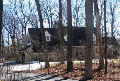 Waukesha County Single Family Home For Sale: 1160 Woodland Ave