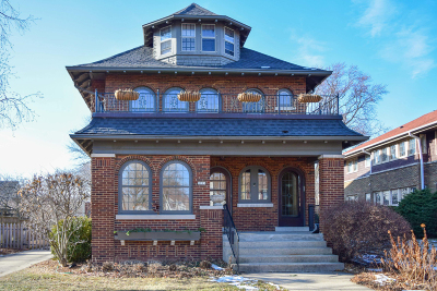 Milwaukee County Single Family Home For Sale: 3915 N Downer Ave