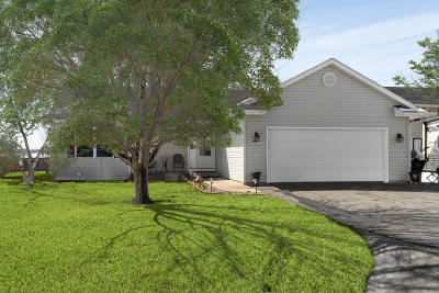 Elkhorn WI Single Family Home Active Contingent With Offer: $230,000