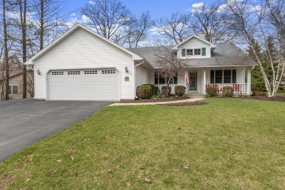 Fontana Single Family Home Active Contingent With Offer: 216 Mayflower Ln