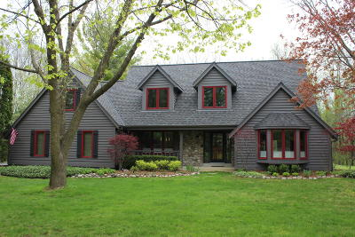 Mequon Single Family Home For Sale: 10550 N Stratford Pl