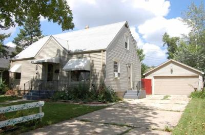 Milwaukee Single Family Home For Sale: 8150 W Beckett Ave