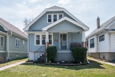 Milwaukee Single Family Home For Sale: 809 E Holt Ave