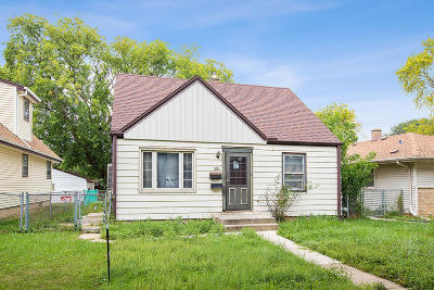 Milwaukee Single Family Home For Sale: 5751 N 75th St