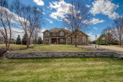 Waukesha County Single Family Home For Sale: 835 Red Oak Dr