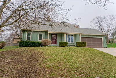 Waukesha Single Family Home Active Contingent With Offer: 170 Debbie Dr