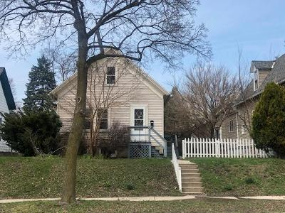 Milwaukee Single Family Home For Sale: 332 E Clarence St