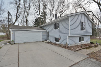 Mequon Single Family Home Active Contingent With Offer: 12445 N Center Dr