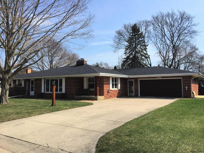Racine Single Family Home Active Contingent With Offer: 145 Westminster Sq