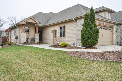 Menomonee Falls Condo/Townhouse For Sale: W162n5494 Westwind Dr.