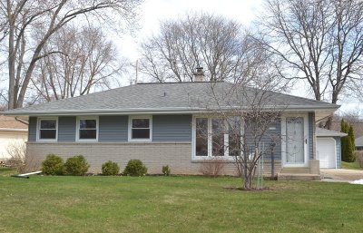 Milwaukee County Single Family Home For Sale: 7232 Devonshire Ave