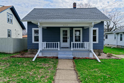 Waukesha Single Family Home Active Contingent With Offer: 835 Perkins Ave