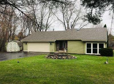 Waukesha Single Family Home For Sale: S67w23670 Fernwood Ct