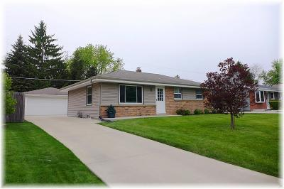 Racine County Single Family Home For Sale: 4254 Pine Ridge Ln
