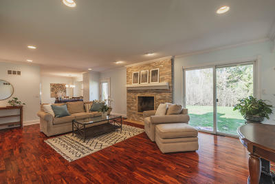 Mequon Single Family Home Active Contingent With Offer: 10320 N Provence Ct