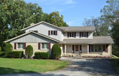 Waukesha County Single Family Home For Sale: S95w22810 Bywater Ln