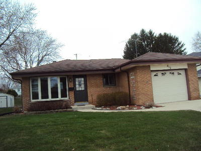 Milwaukee County Single Family Home For Sale: 412 Willow Ln