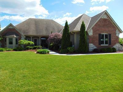 Oostburg Single Family Home For Sale: 809 Aspen Ave