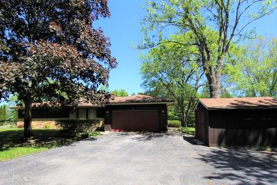 Mequon Single Family Home For Sale: 2828 W Sholes Dr